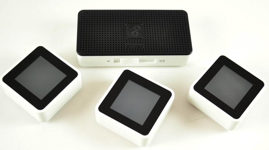 Sifteo Intelligent Play Cubes With Base WiFi Station